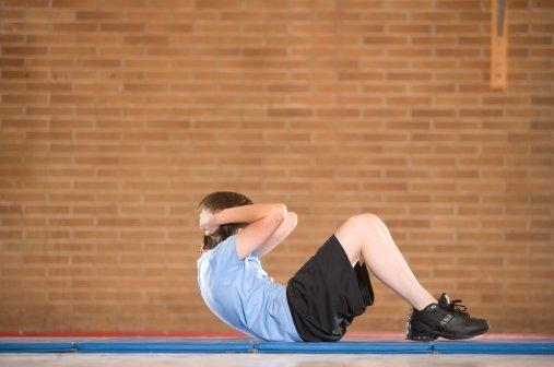 关于仰卧起坐正确锻炼方法